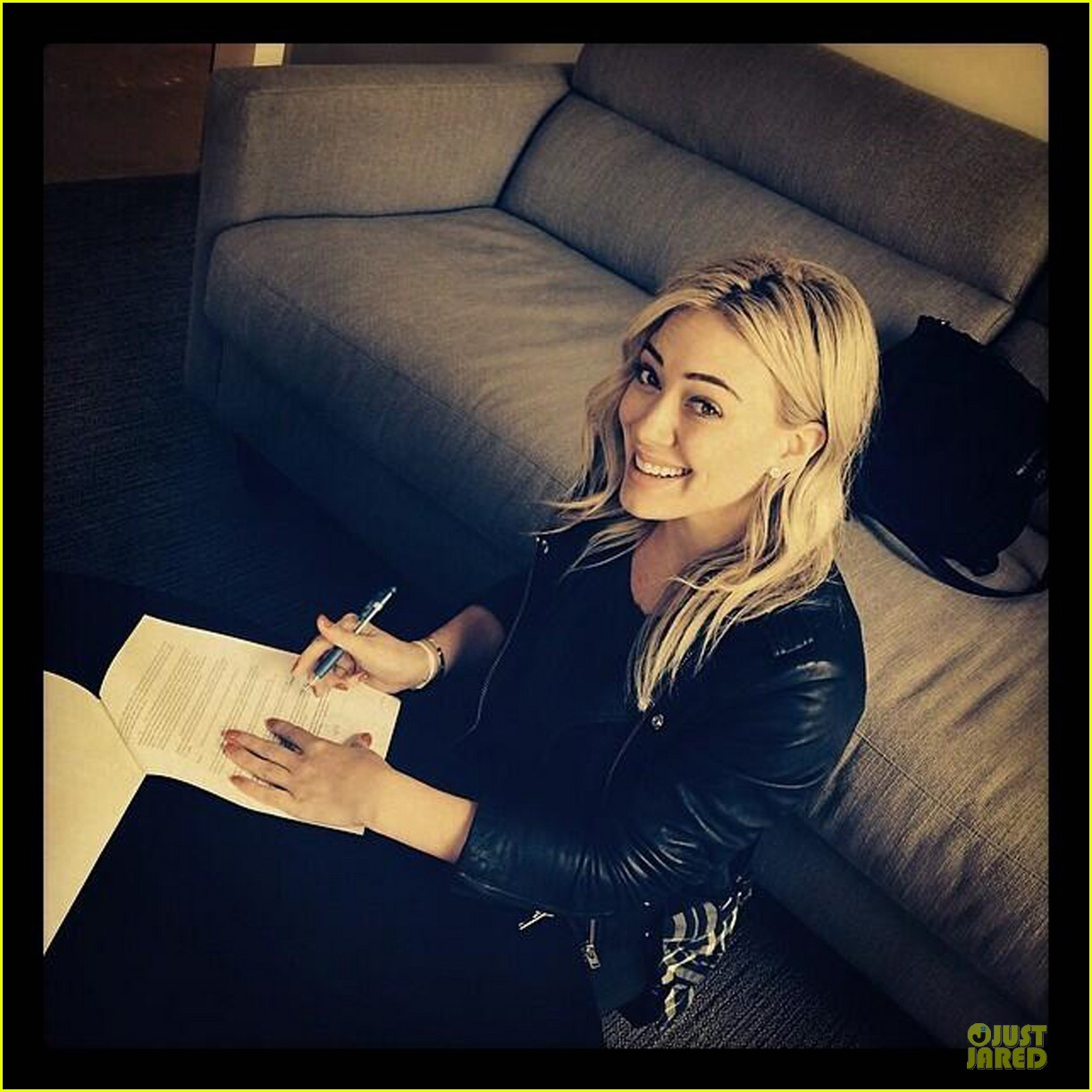 hilary duff brings music with record deal 04