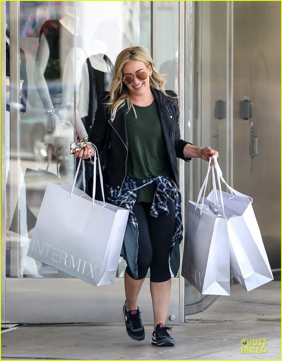 hilary duff brings music with record deal 05