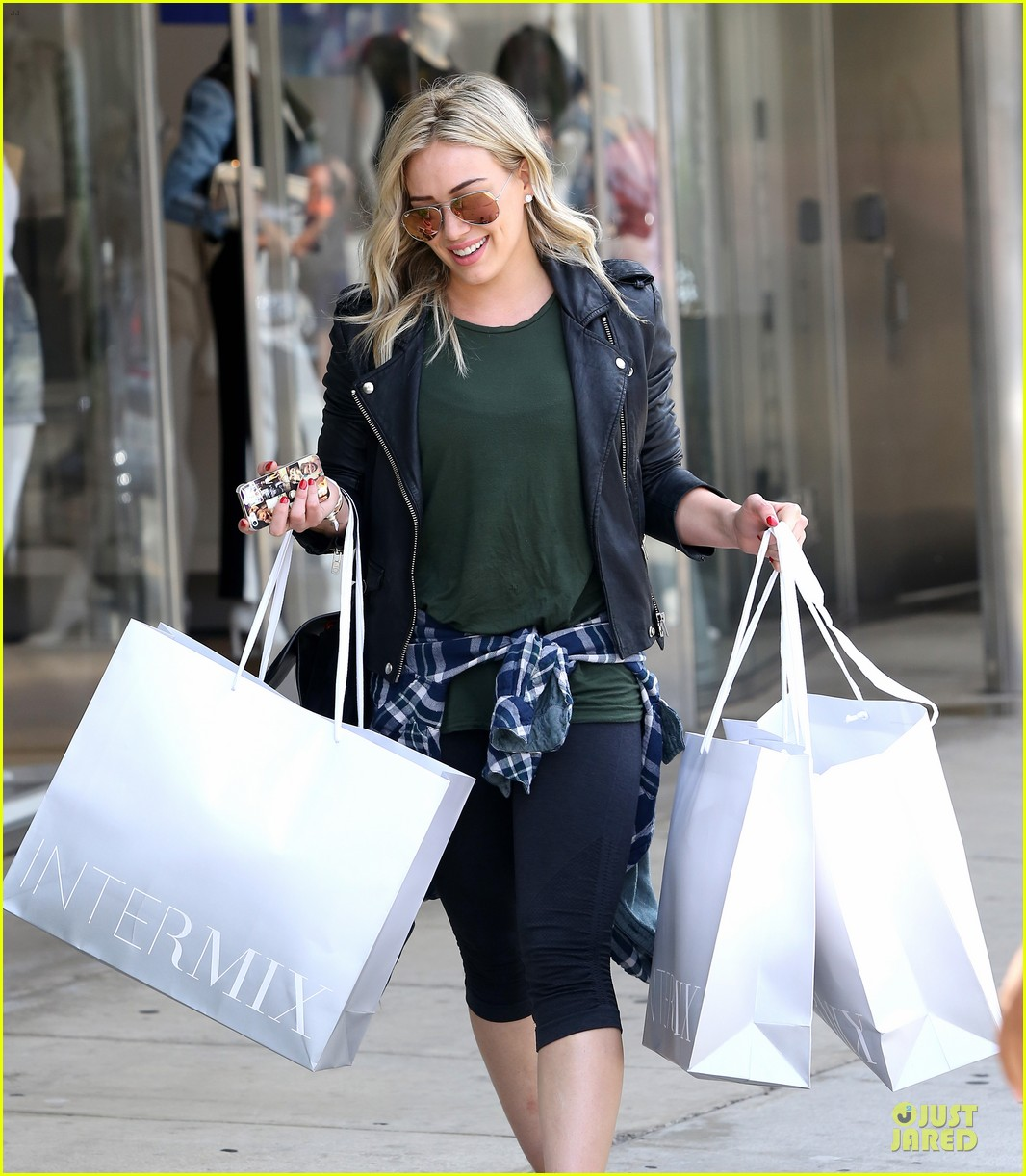 hilary duff brings music with record deal 09