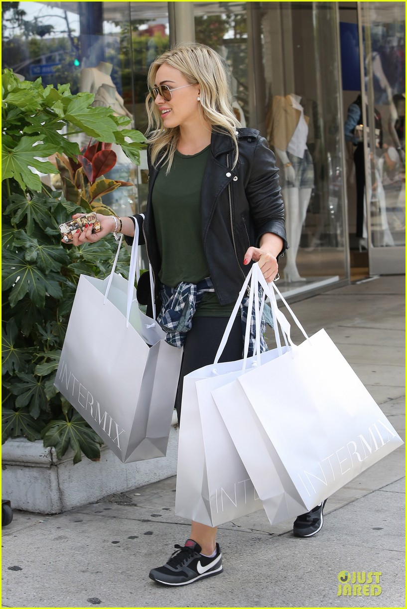 hilary duff brings music with record deal 103080741