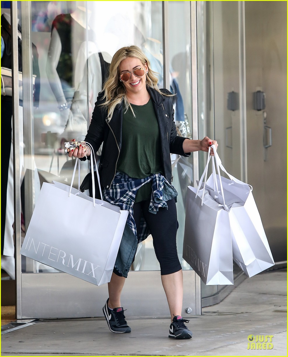 hilary duff brings music with record deal 113080742