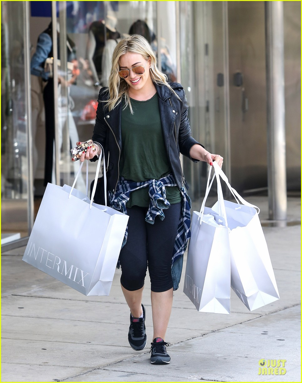 hilary duff brings music with record deal 123080743