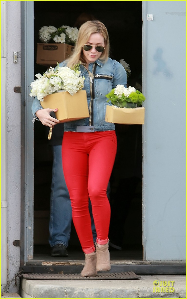 hilary duff stylish with red 013076516