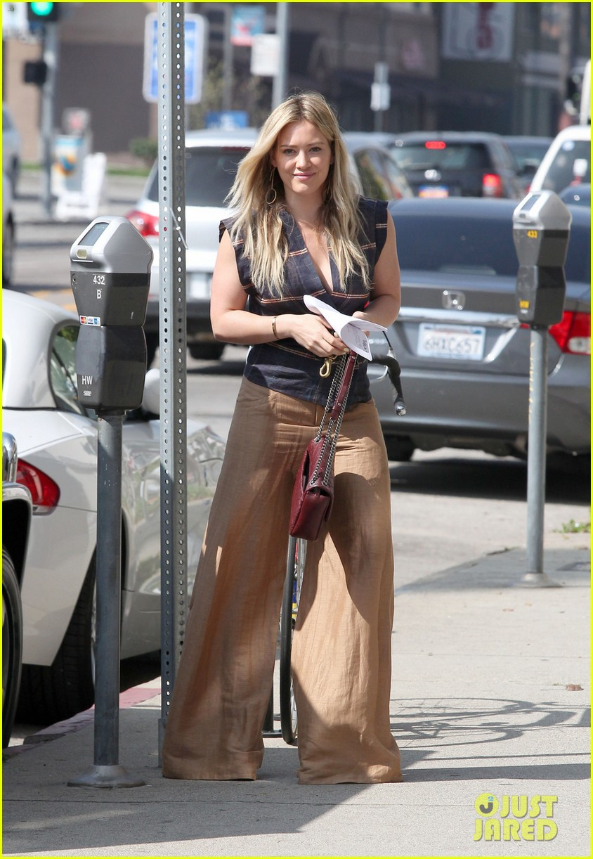 hilary duff steps out after aaron carter professes his love 013067335