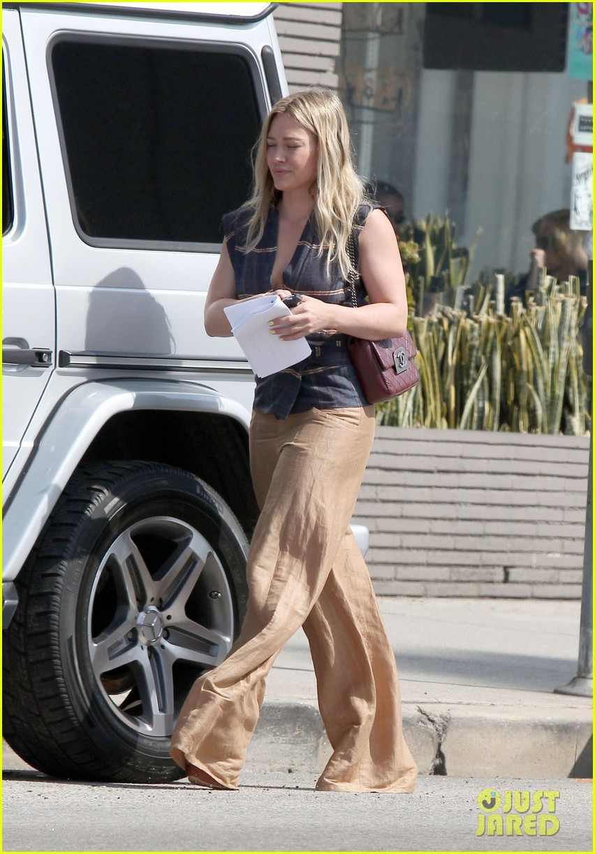 hilary duff steps out after aaron carter professes his love 02