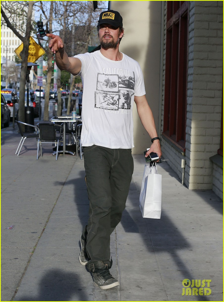 josh duhamel shows off his scruffy beard during shopping trip with fergie 053068762