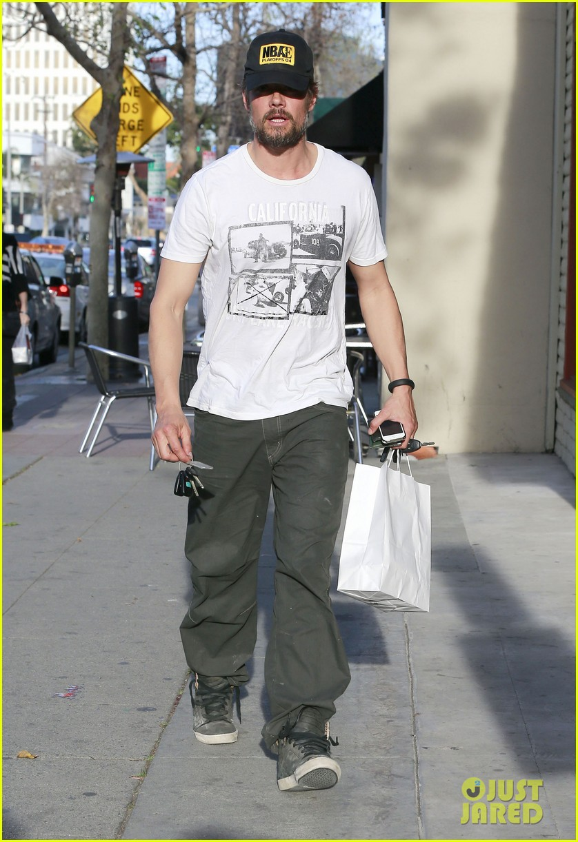 josh duhamel shows off his scruffy beard during shopping trip with fergie 083068765
