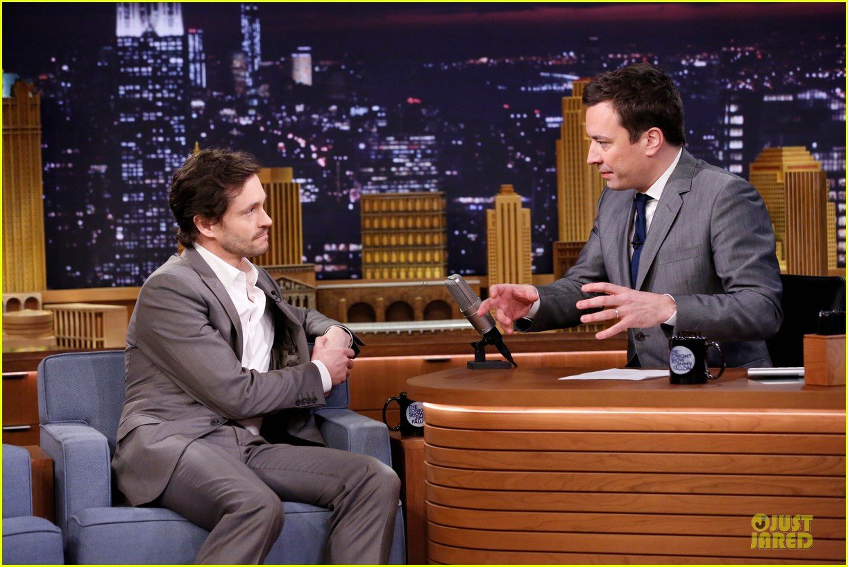 lena dunham hugh dancy play pyramid on tonight show 04