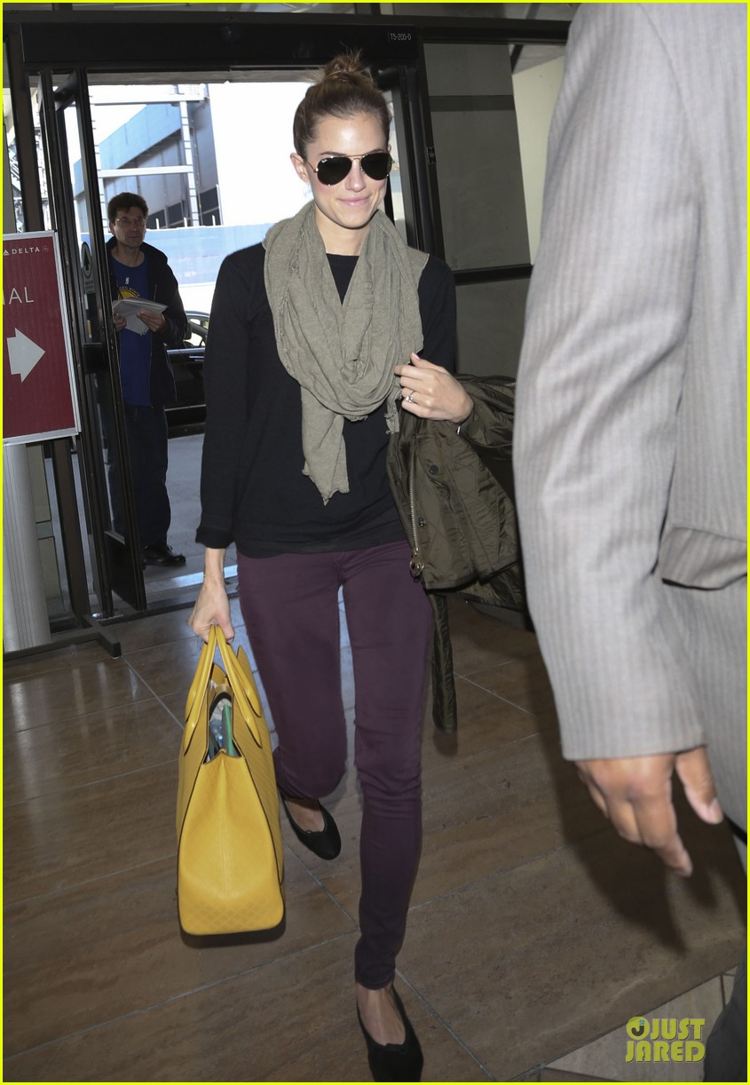 lena dunham allison williams fly out of lax 043072434