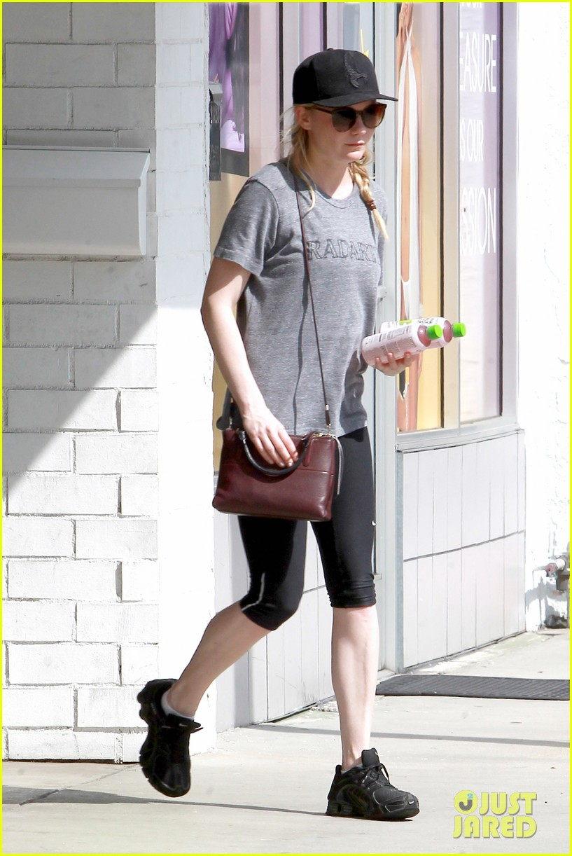 kirsten dunst garrett hedlund date night at the lakers 013066433