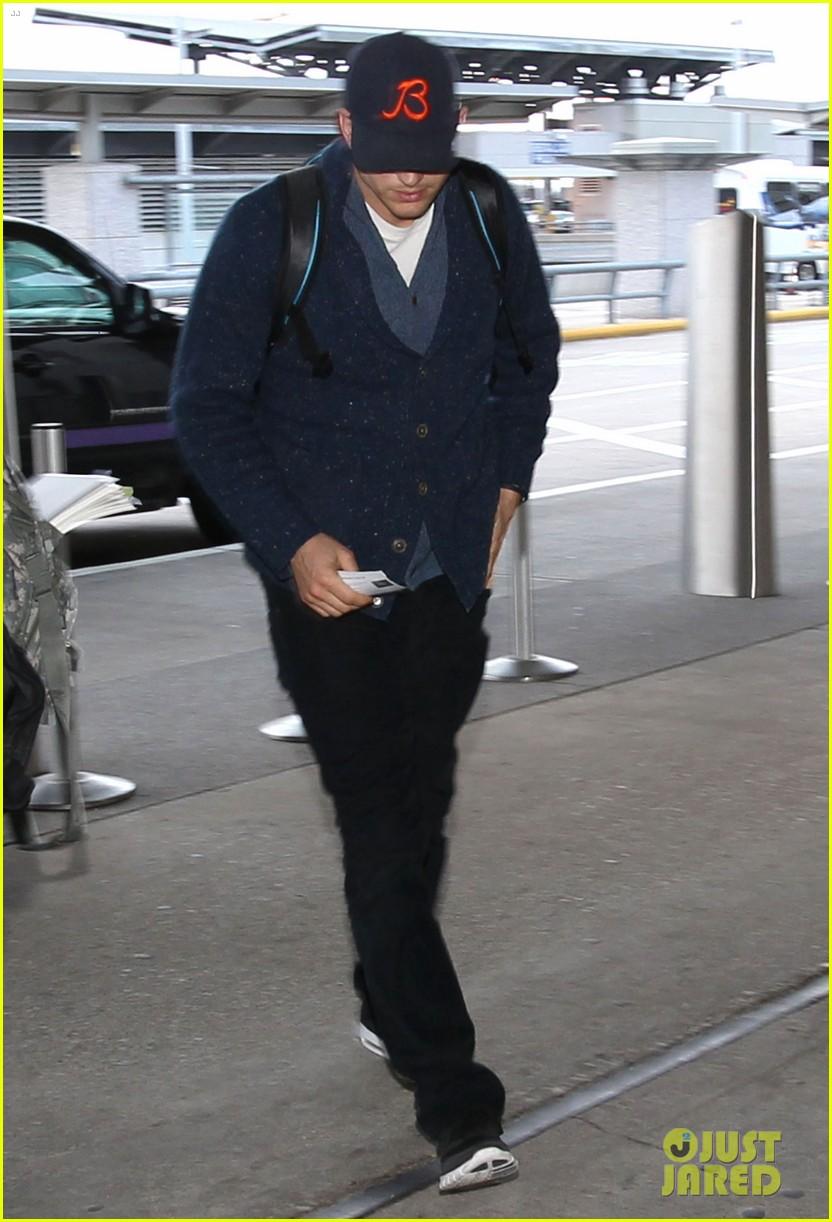 zac efron ashton kutcher fly out of austin after sxsw 053069199