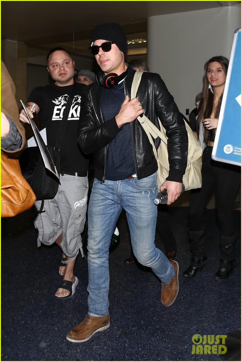 zac efron ashton kutcher fly out of austin after sxsw 083069202