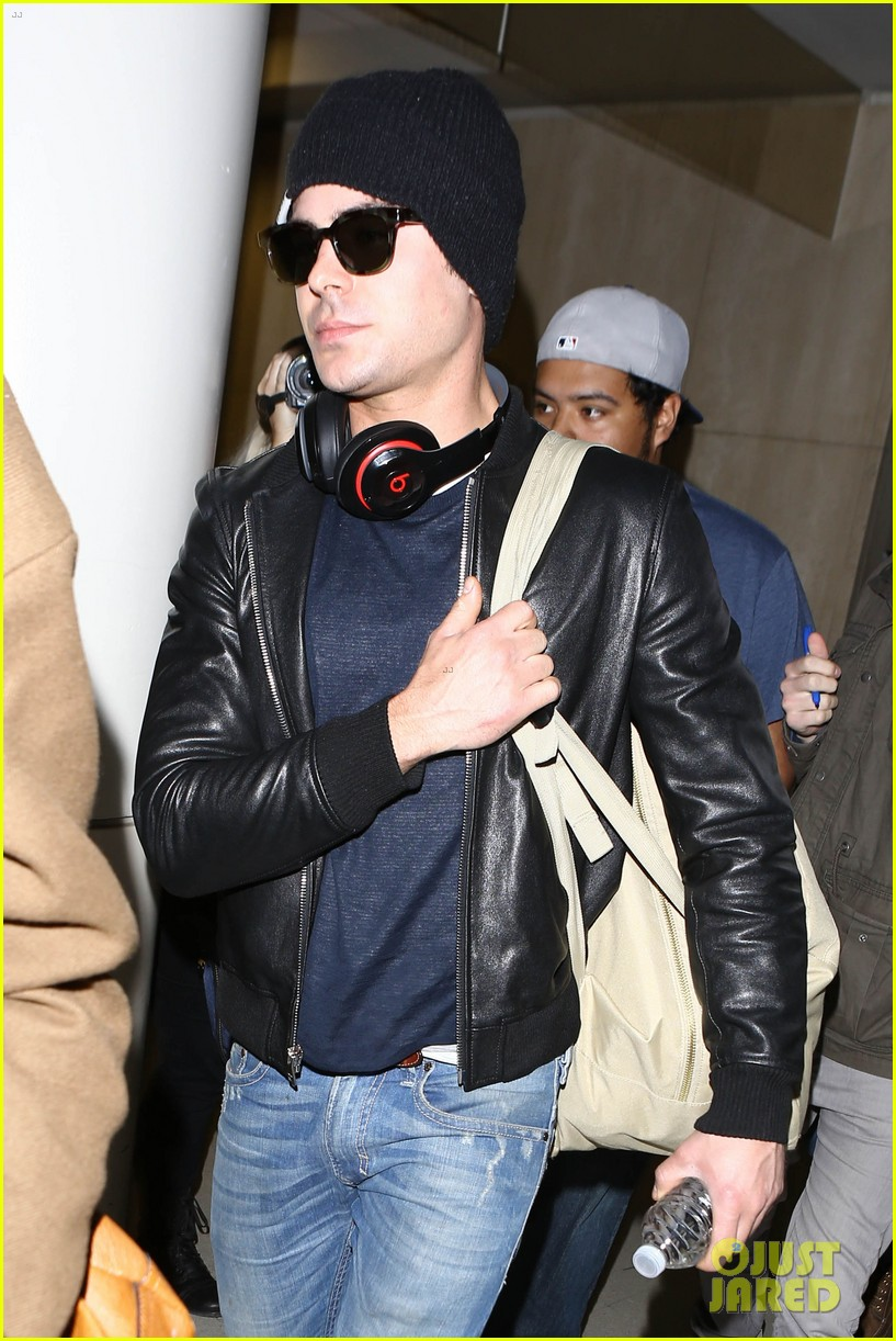 zac efron ashton kutcher fly out of austin after sxsw 183069212