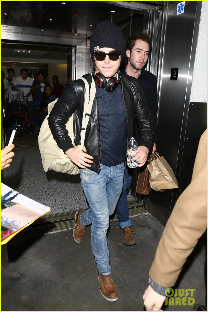 zac efron ashton kutcher fly out of austin after sxsw 193069213