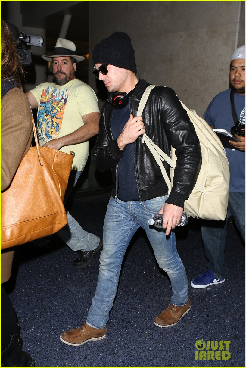 zac efron ashton kutcher fly out of austin after sxsw 233069217