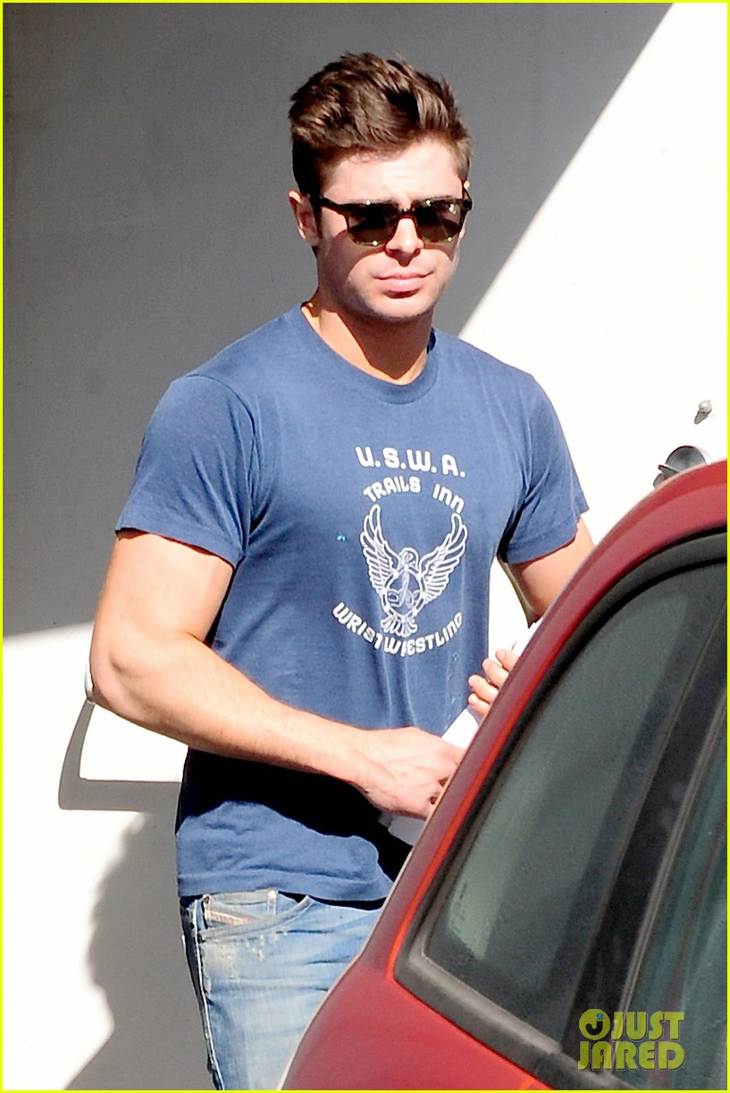 zac efron on filming shirtless scenes 023070807