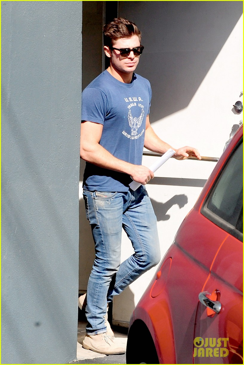 zac efron on filming shirtless scenes 07