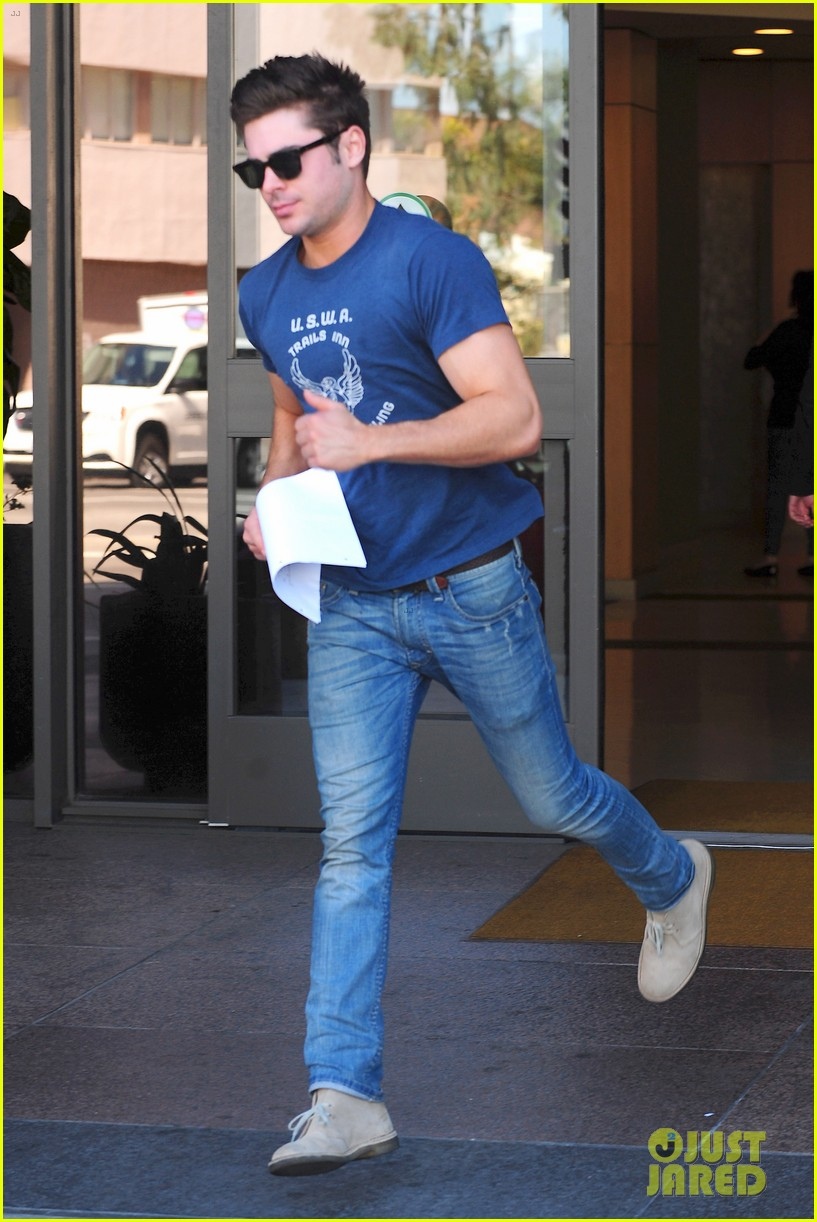zac efron on filming shirtless scenes 093070814