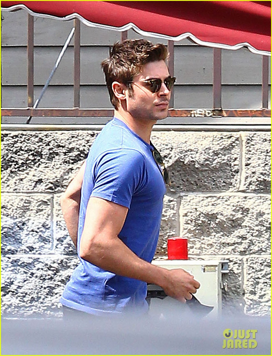 zac efron tight blue shirt 03