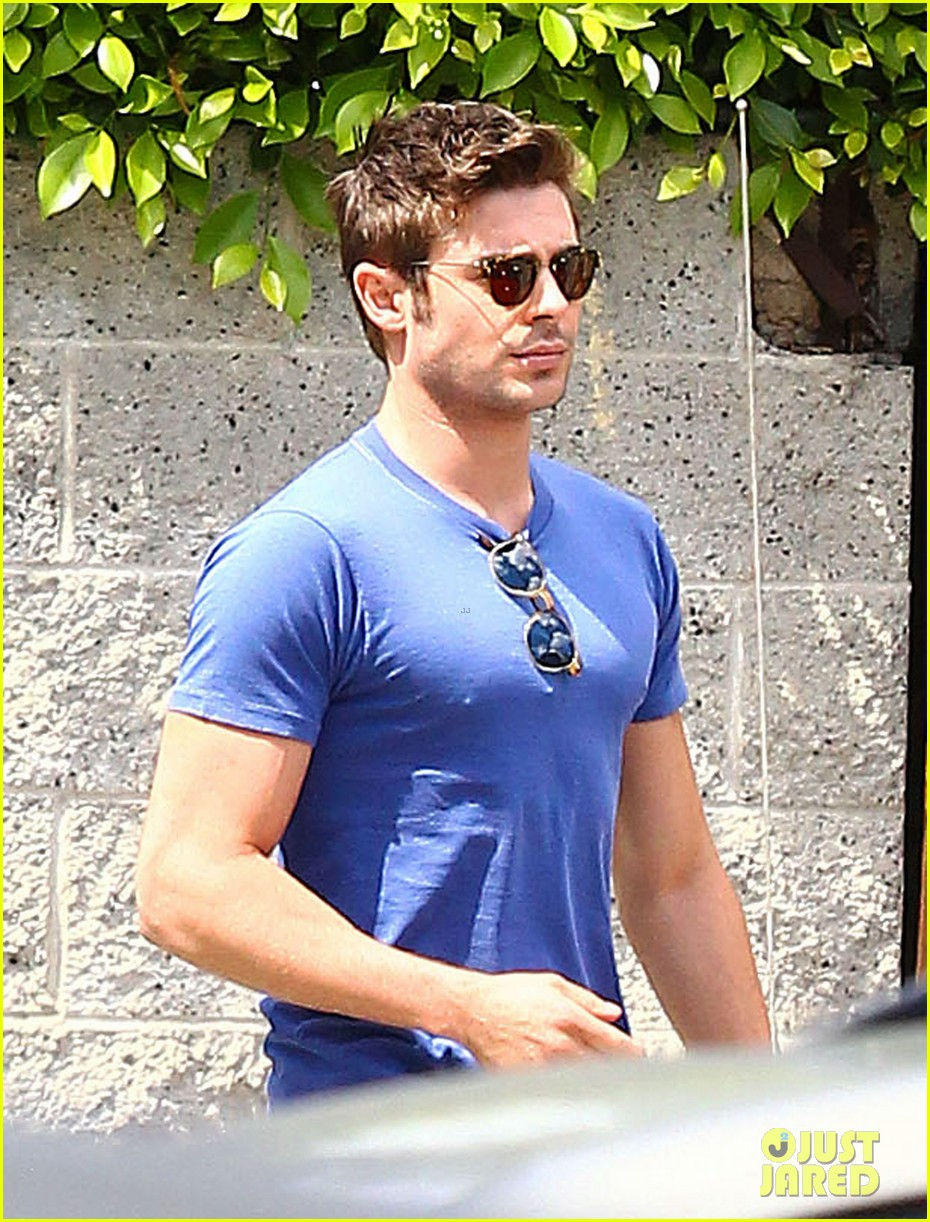 zac efron tight blue shirt 083082404