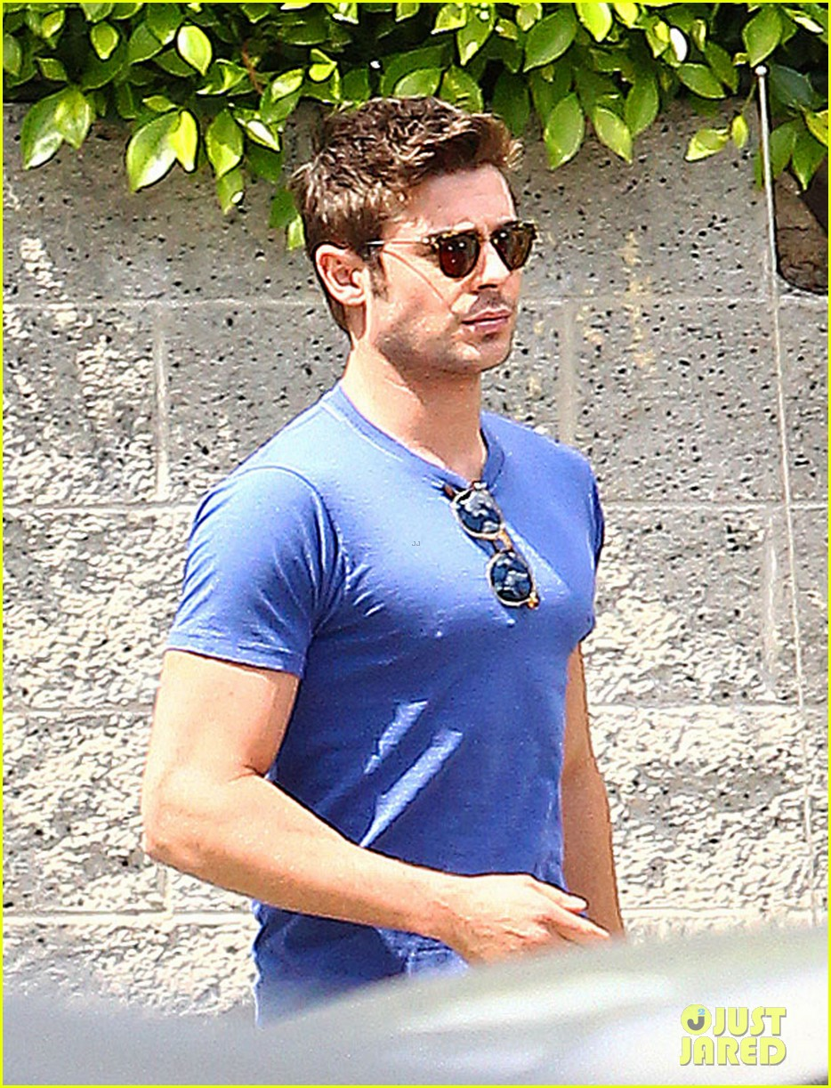 zac efron tight blue shirt 093082405