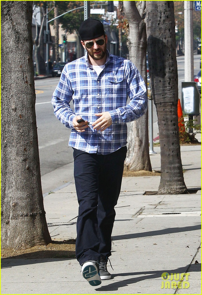 chris evans taking a break from acting after completing marvel roles 013066609