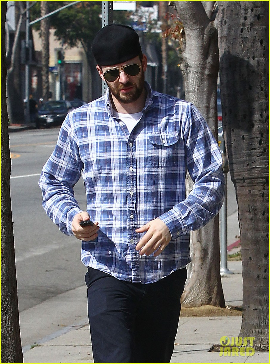 chris evans taking a break from acting after completing marvel roles 023066610