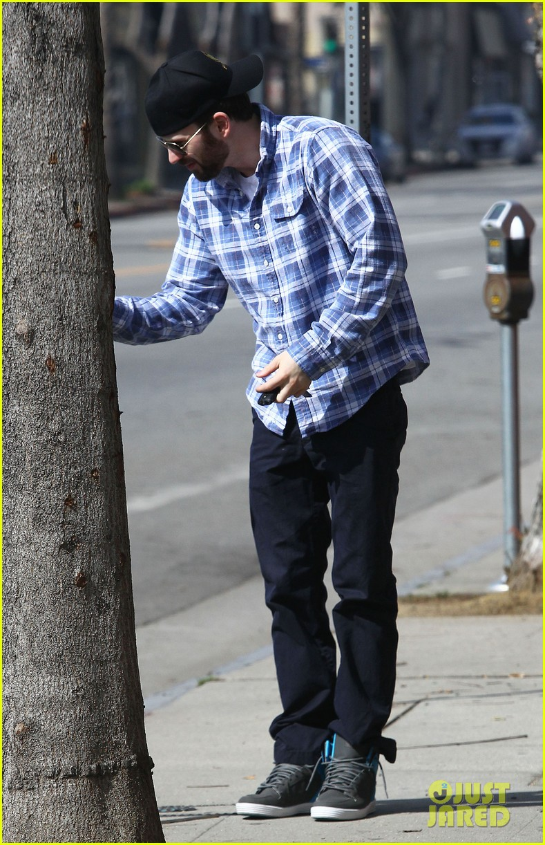 chris evans taking a break from acting after completing marvel roles 033066611