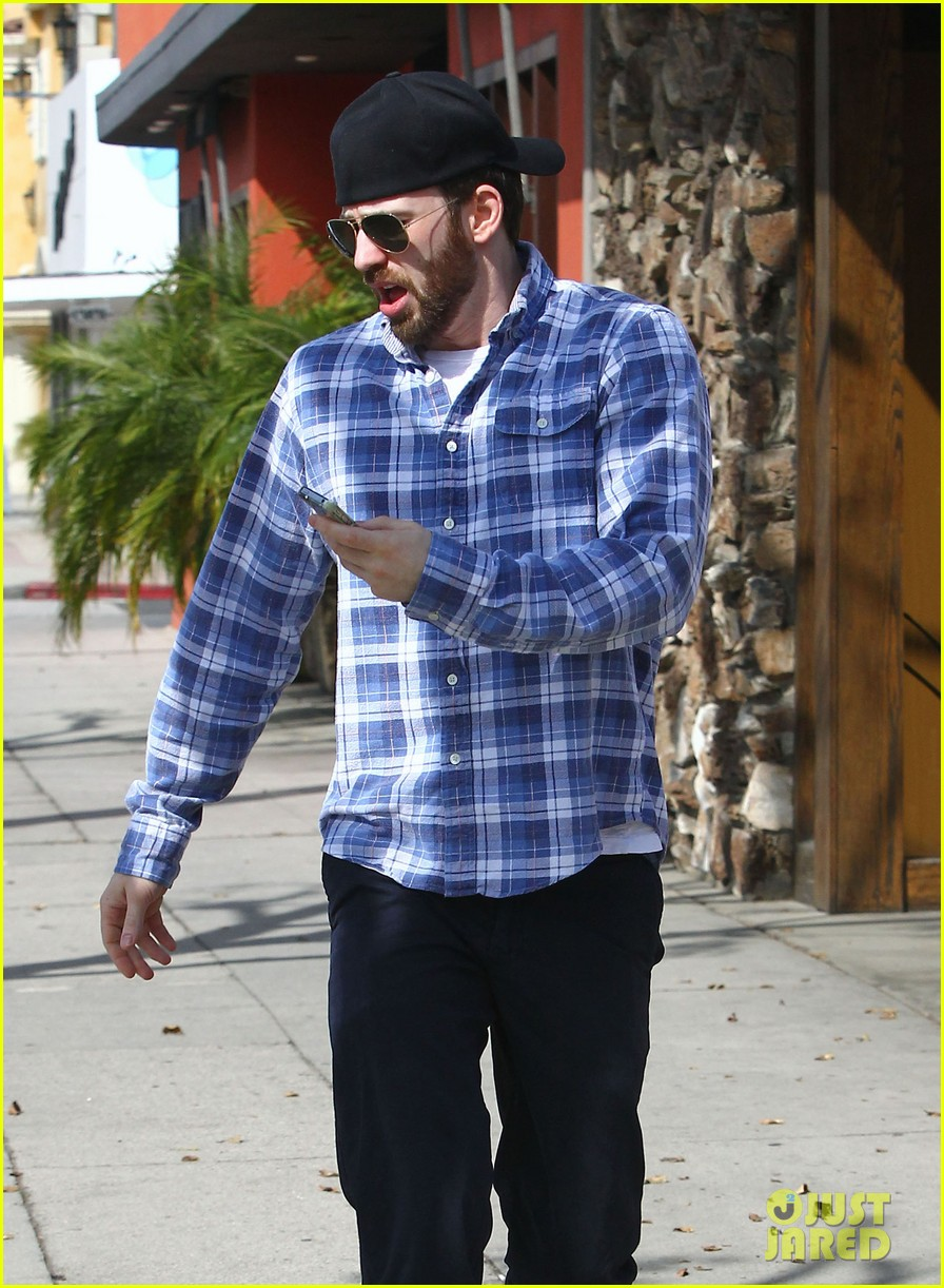 chris evans taking a break from acting after completing marvel roles 043066612