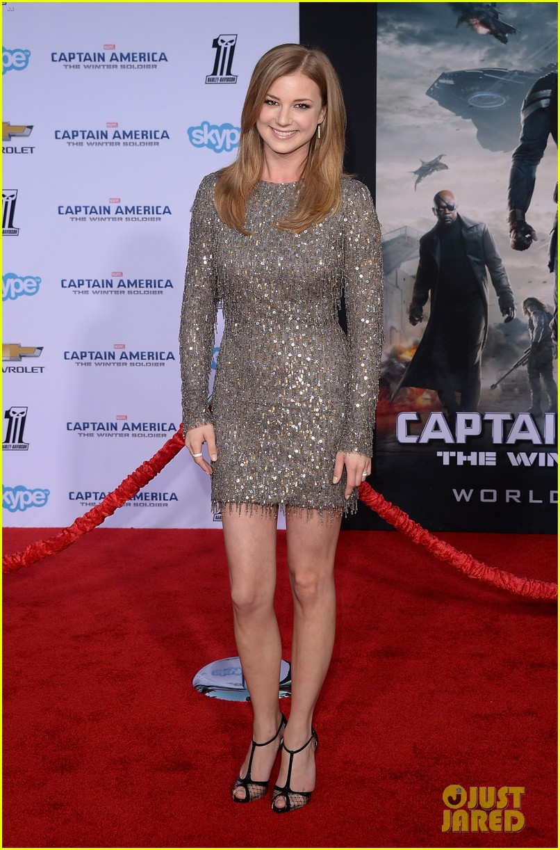 chris evans emily vancamp captain america premiere 02
