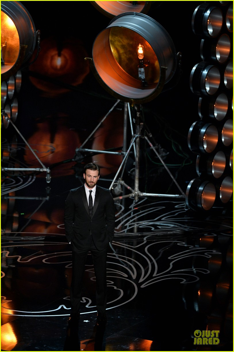 presenter chris evans suits up at oscars 2014 013064194