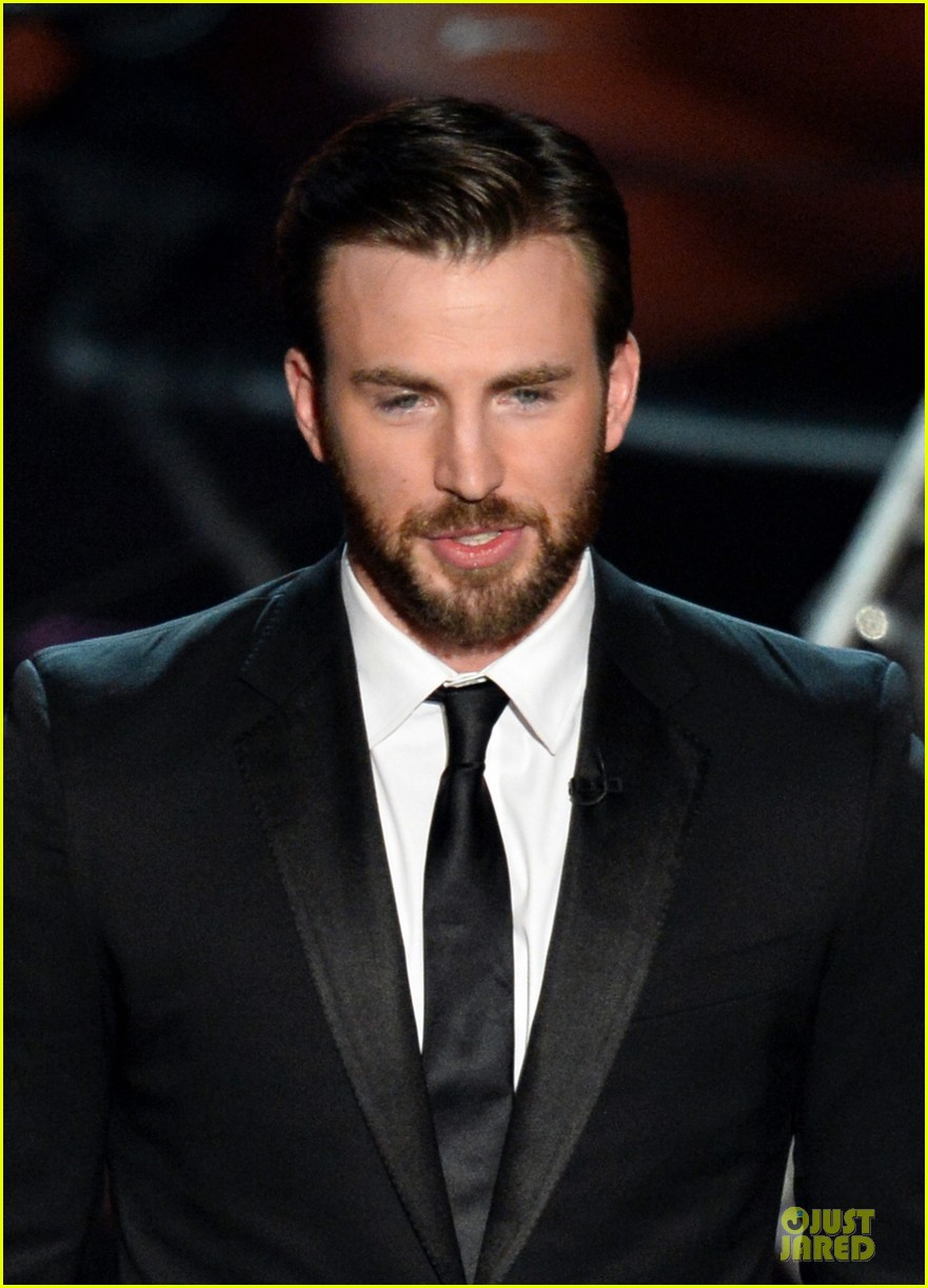 presenter chris evans suits up at oscars 2014 023064195