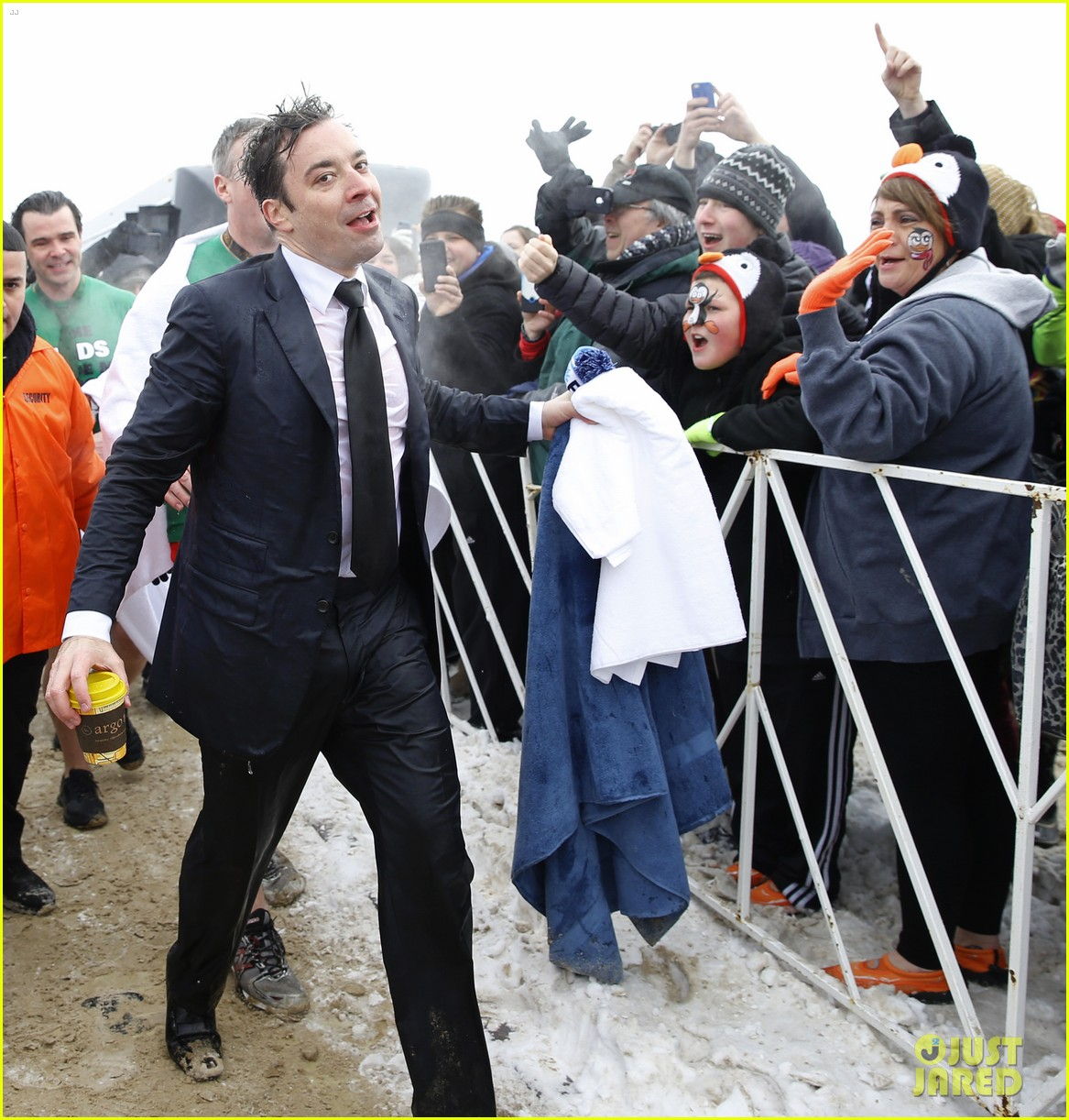 jimmy fallon takes the polar plunge in chicago 073065824