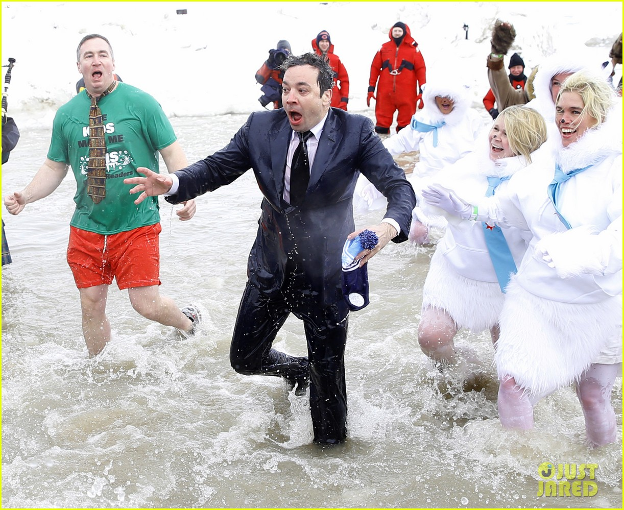 jimmy fallon takes the polar plunge in chicago 103065827