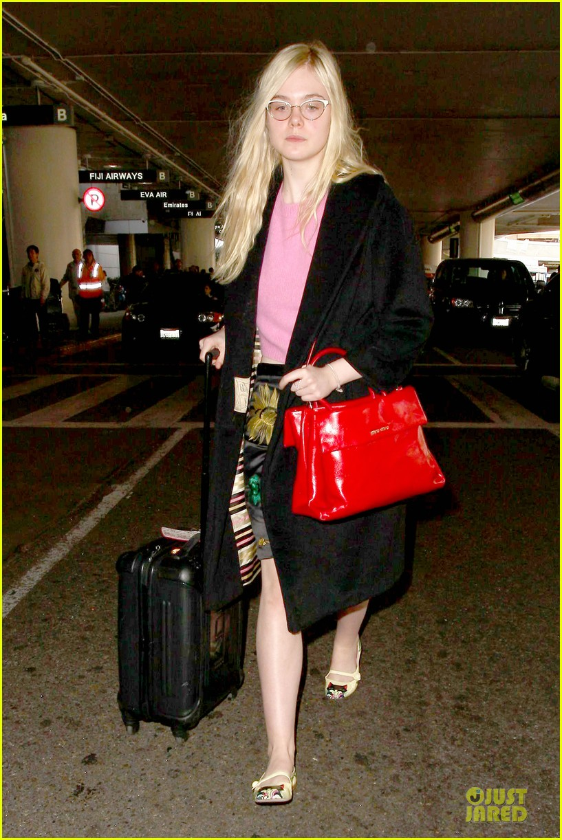 elle fanning blames schedule for not learning to drive 063068397