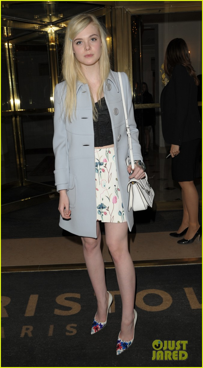 dakota elle fanning are chic sisters on separate continents 013067530