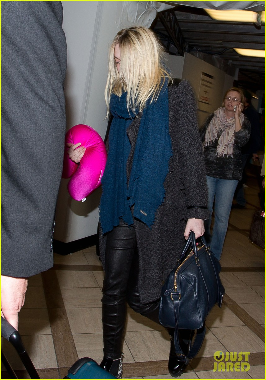 dakota elle fanning are chic sisters on separate continents 07