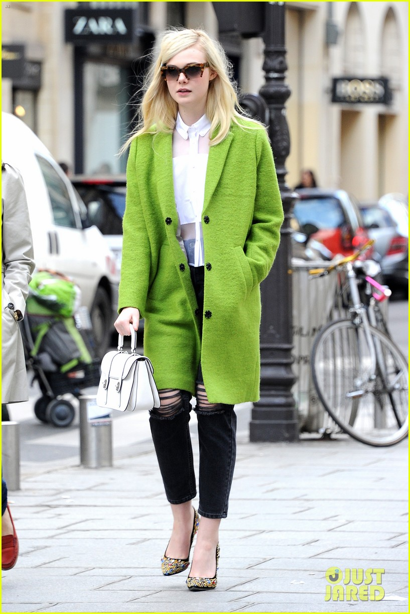 dakota elle fanning are chic sisters on separate continents 083067537