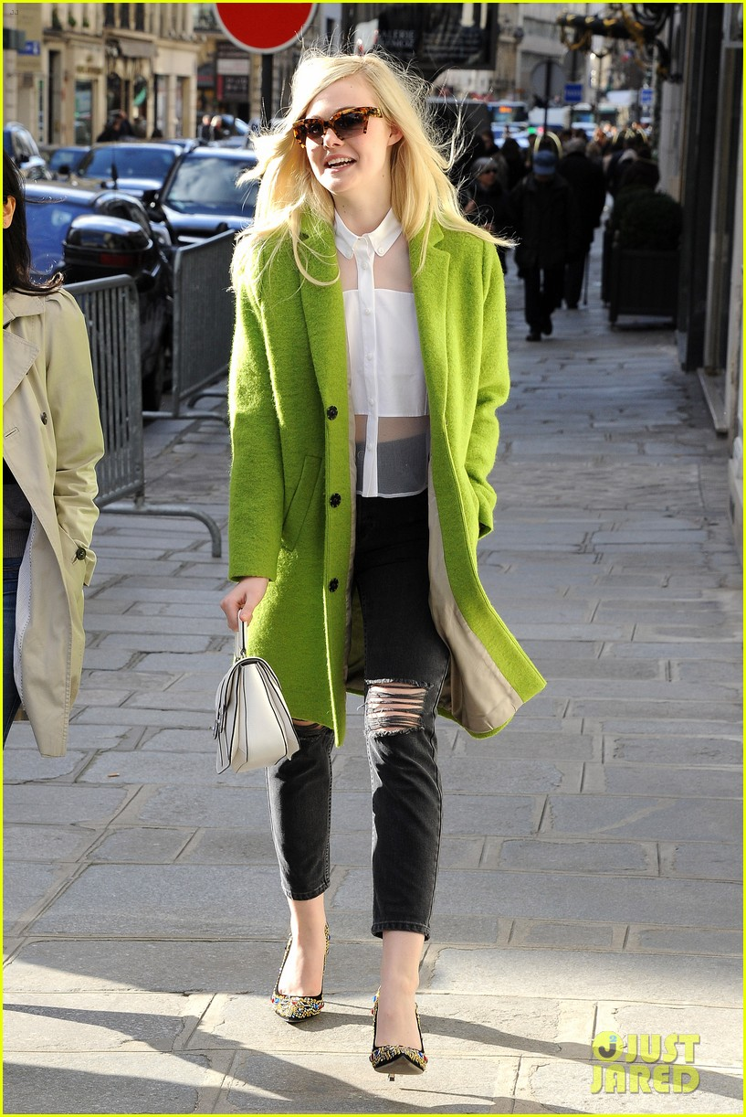 dakota elle fanning are chic sisters on separate continents 093067538