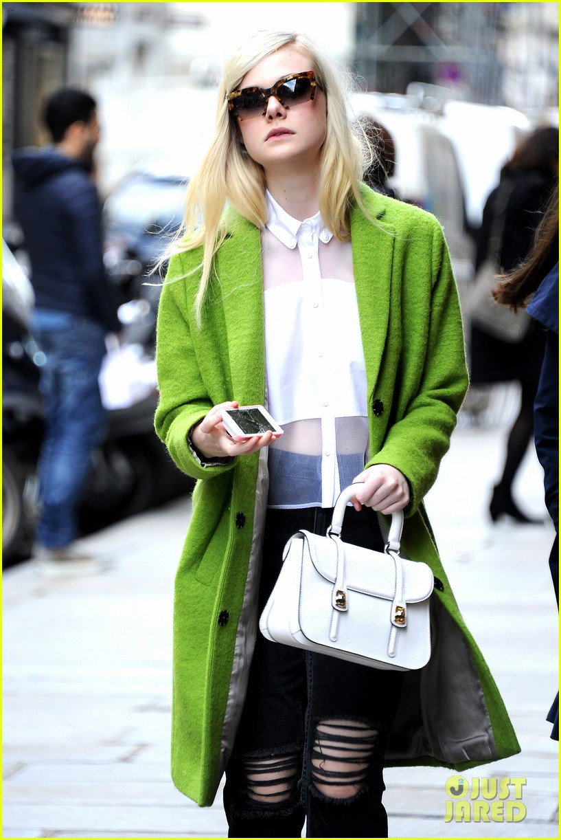 dakota elle fanning are chic sisters on separate continents 103067539