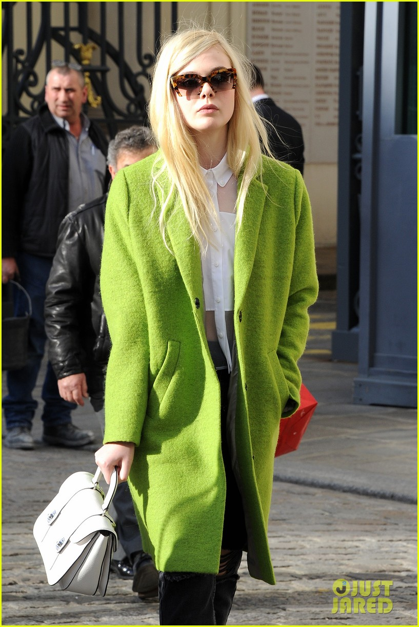 dakota elle fanning are chic sisters on separate continents 113067540