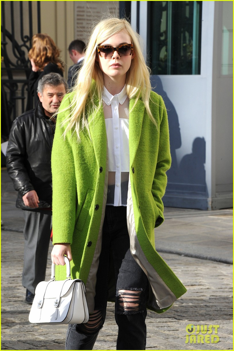 dakota elle fanning are chic sisters on separate continents 133067542