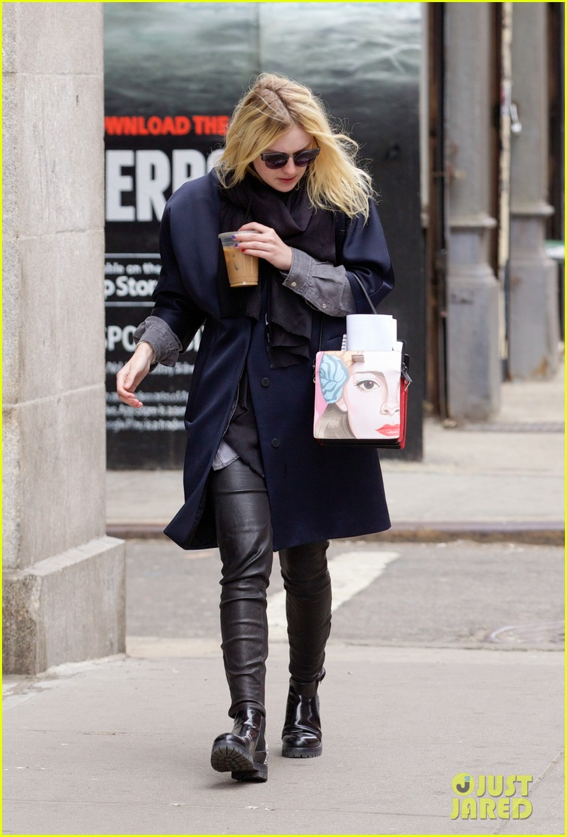 dakota fanning i love my stylist but hate trying on clothes 013074805