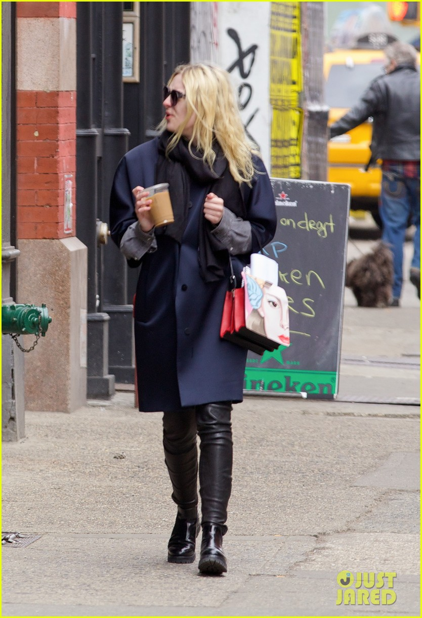 dakota fanning i love my stylist but hate trying on clothes 063074810