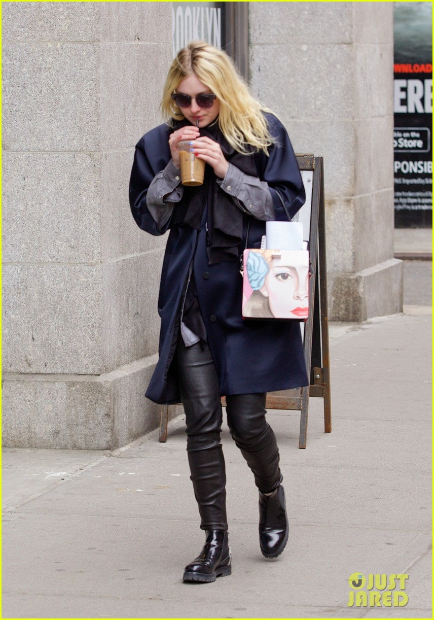 dakota fanning i love my stylist but hate trying on clothes 073074811
