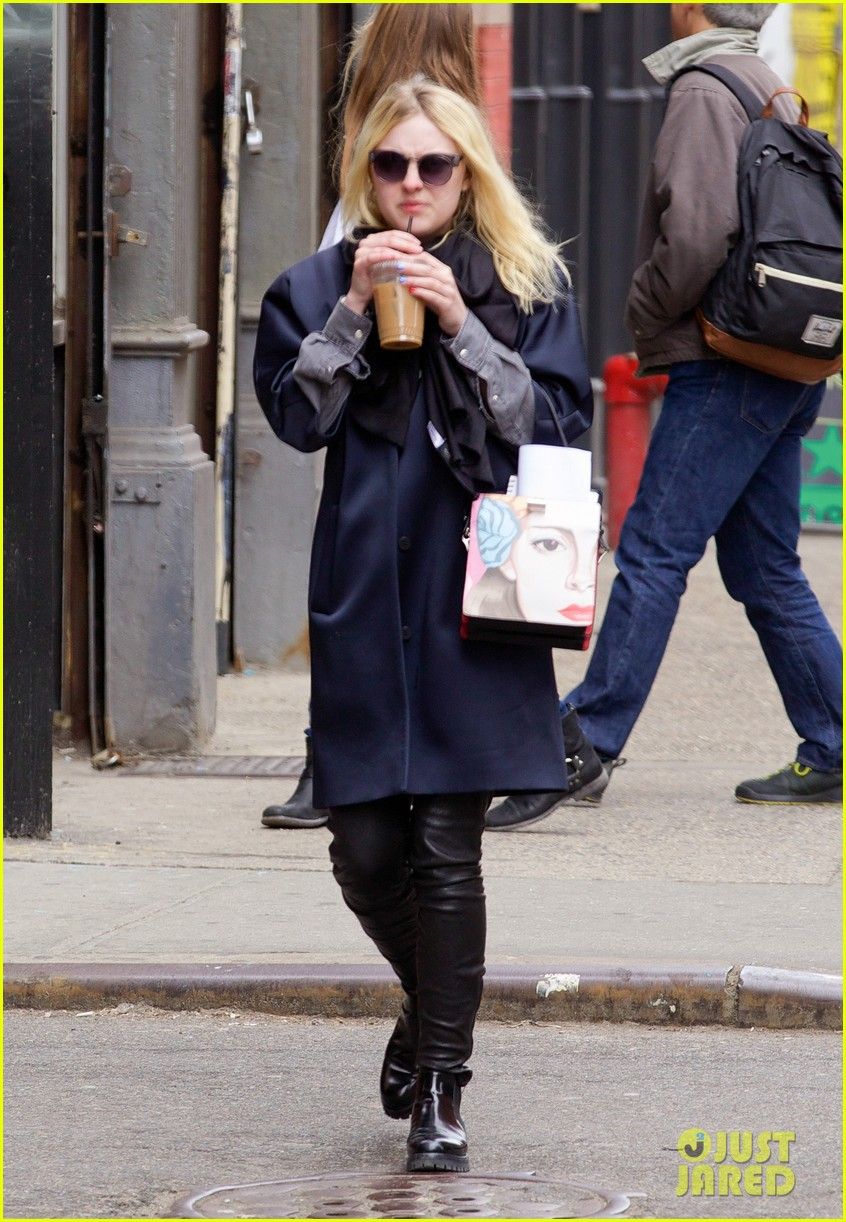 dakota fanning i love my stylist but hate trying on clothes 103074814