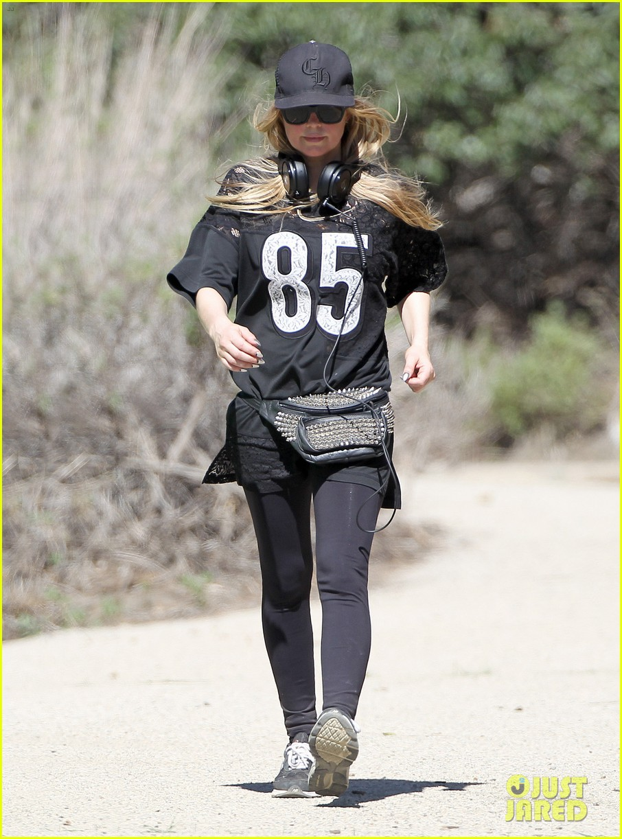 fergie rocks mademoiselle jersey for sunday workout 093069247