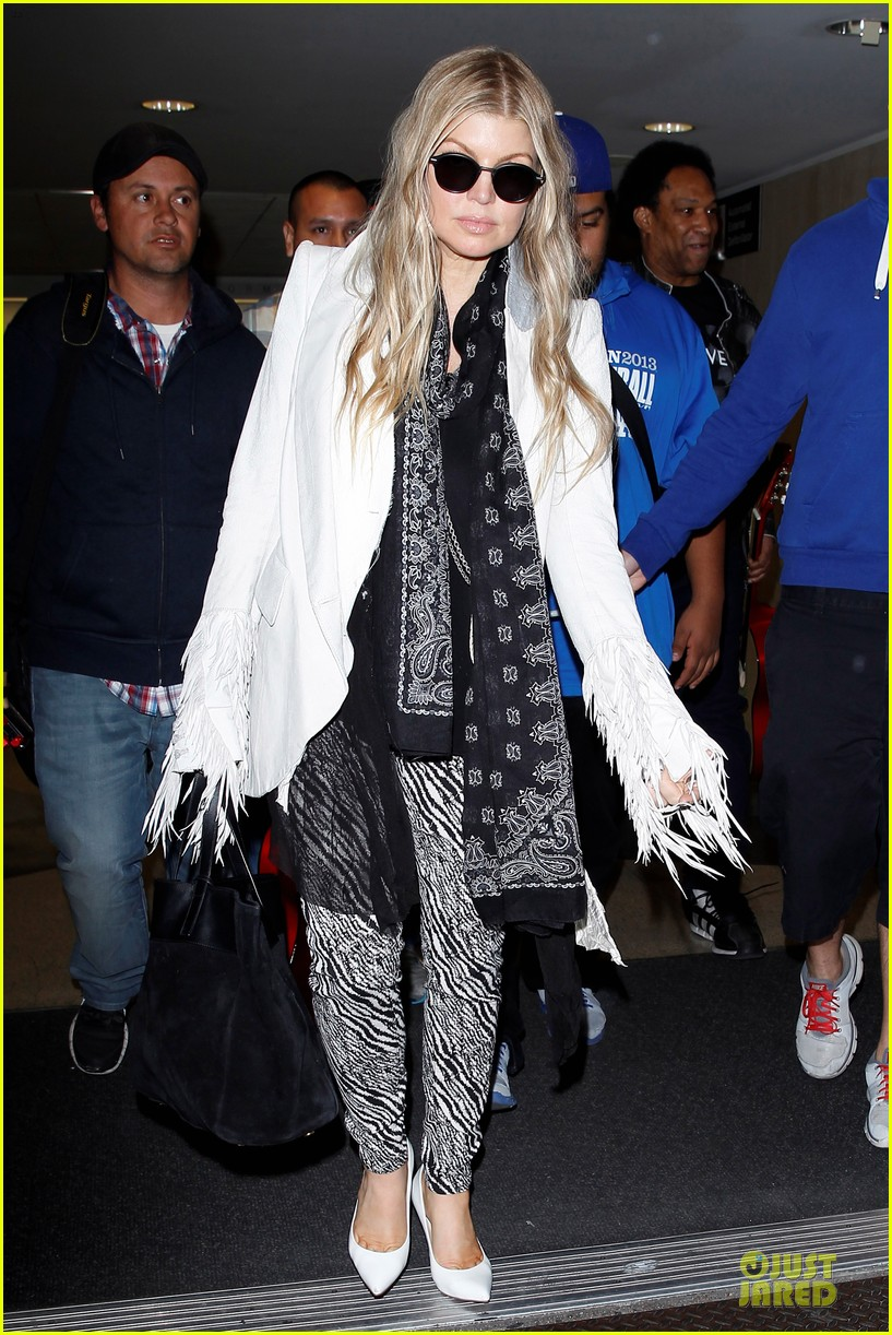 fergie keeps it wild with zebras 10