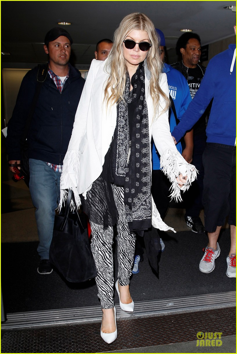 fergie keeps it wild with zebras 113076547