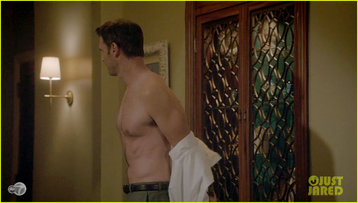 scott foley shirtless on scandal 033068522